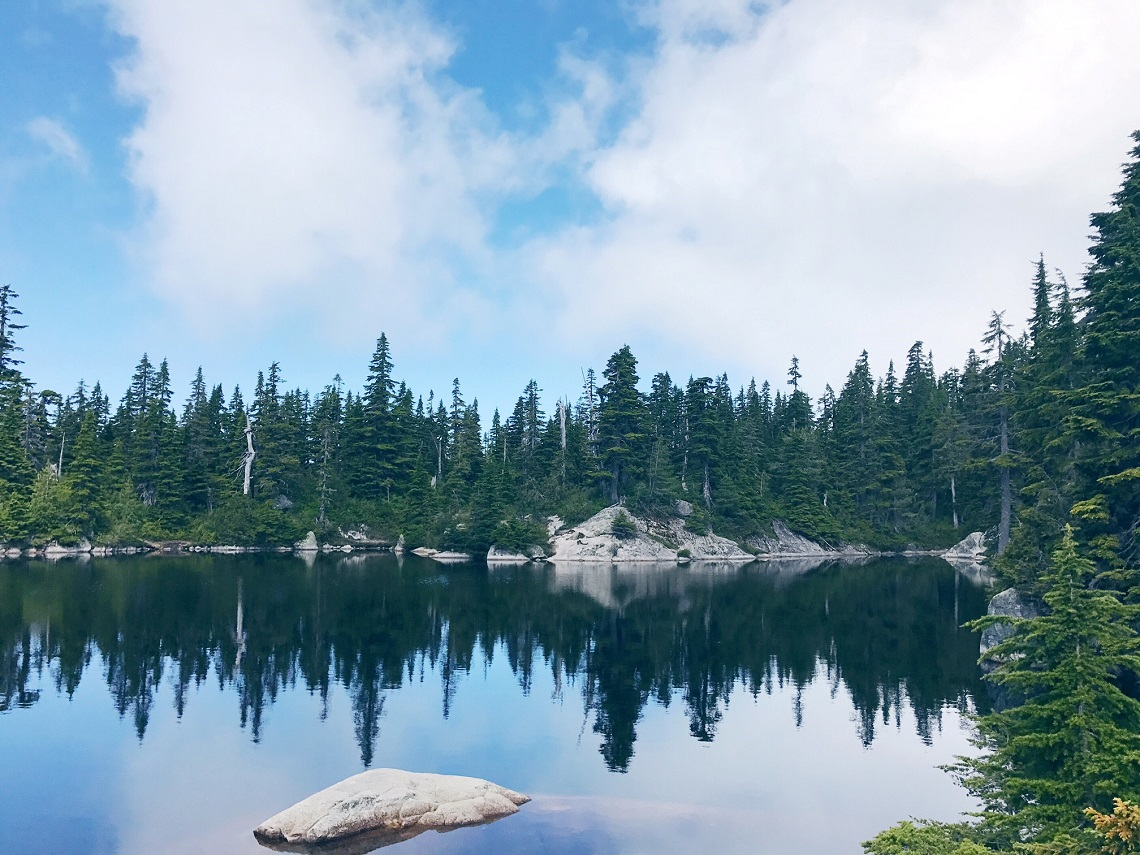 eagle bluffs hike cabin lake